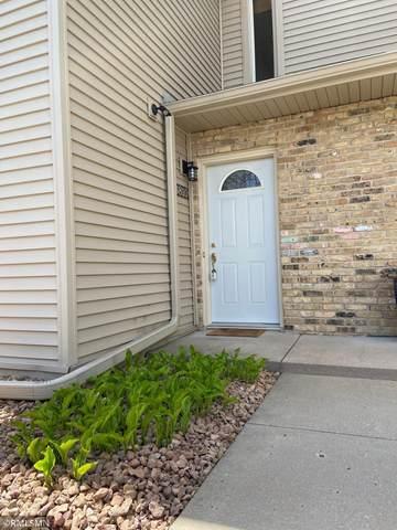 8810 Jasmine Lane, Eden Prairie, MN 55344 (#5754299) :: The Janetkhan Group