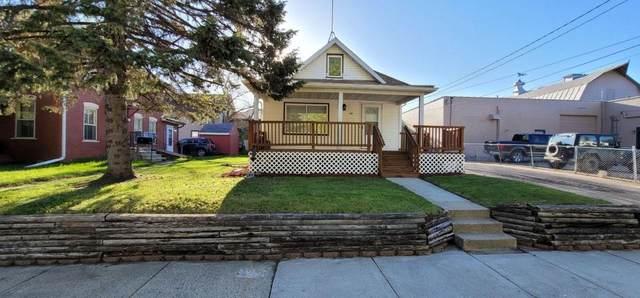 425 N Oak Avenue, Owatonna, MN 55060 (#5757882) :: Bos Realty Group