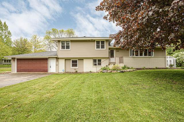 1308 6th Avenue W, Shakopee, MN 55379 (#5758457) :: Bos Realty Group