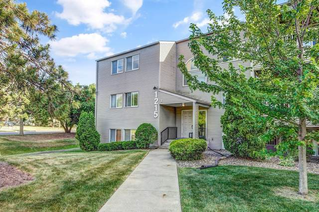 1215 Ferndale Street N A8, Maplewood, MN 55119 (#6010704) :: Bos Realty Group