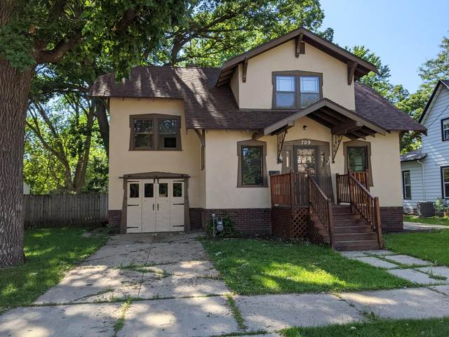 709 10th Street NE, Austin, MN 55912 (#6013557) :: Bos Realty Group