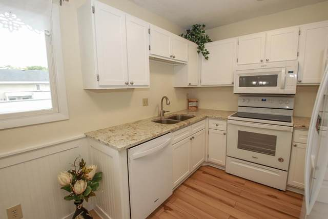 305 Shawnee Trail, Shakopee, MN 55379 (#6068178) :: The Pietig Properties Group