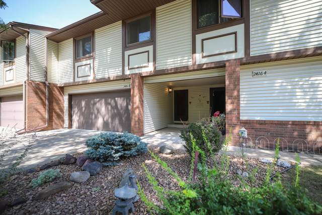 2426 County Road D W #3, Roseville, MN 55112 (#6084046) :: Holz Group