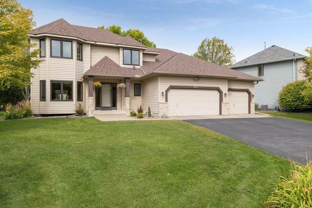 921 Lake Susan Hills Drive, Chanhassen, MN 55317 (#6100591) :: The Janetkhan Group