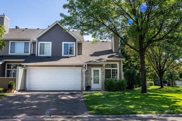 18289 Coneflower Lane, Eden Prairie, MN 55346 (#6102383) :: The Janetkhan Group