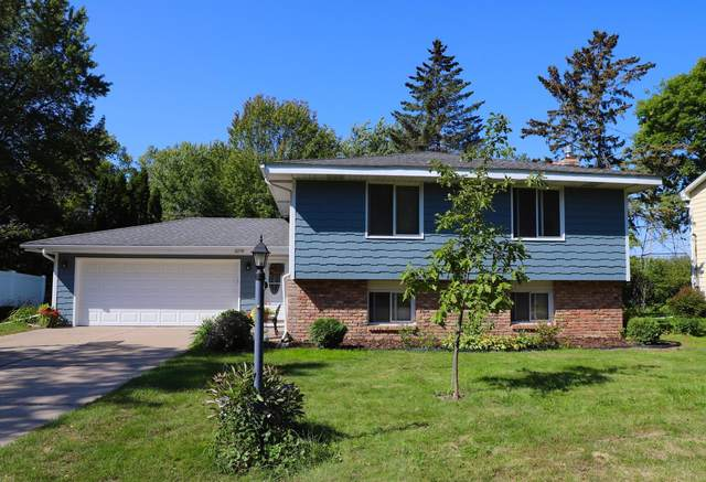 2248 Lamplight Drive, Woodbury, MN 55125 (#6102875) :: The Preferred Home Team