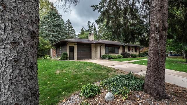 2016 Wheeler Street N, Roseville, MN 55113 (#6106918) :: Straka Real Estate