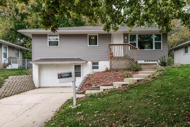 2217 18 1/2 Street NW, Rochester, MN 55901 (#6111847) :: The Michael Kaslow Team