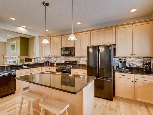1822 Colonial Lane #3, Chanhassen, MN 55317 (#5320250) :: The Sarenpa Team