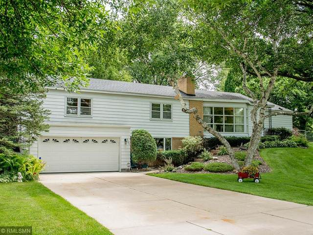 3300 Lee Avenue N, Golden Valley, MN 55422 (#5614286) :: Tony Farah | Coldwell Banker Realty