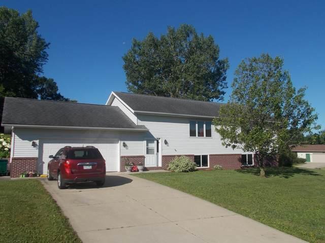 902 E 15th Street, Saint Charles, MN 55972 (#5621823) :: Bos Realty Group