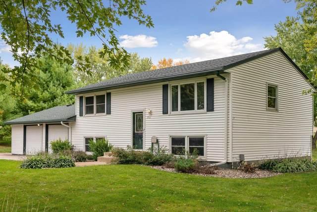 17101 Maple Lane SE, Prior Lake, MN 55372 (#5662621) :: The Janetkhan Group
