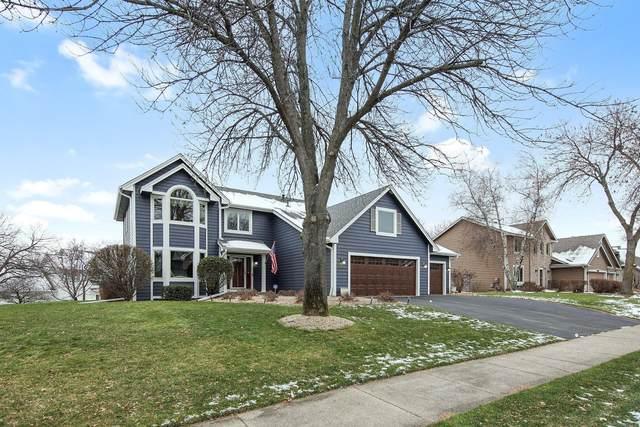 9817 Lee Drive, Eden Prairie, MN 55347 (#5687602) :: Tony Farah | Coldwell Banker Realty