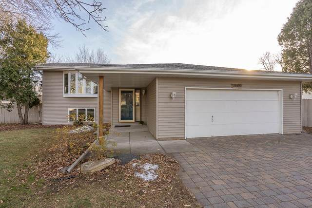 11605 49th Avenue N, Plymouth, MN 55442 (#5691578) :: Tony Farah   Coldwell Banker Realty