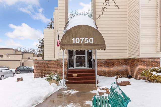 10750 Rockford Road #209, Plymouth, MN 55442 (#5702302) :: Tony Farah | Coldwell Banker Realty