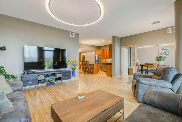 1240 S 2nd Street #330, Minneapolis, MN 55415 (#5752144) :: Holz Group