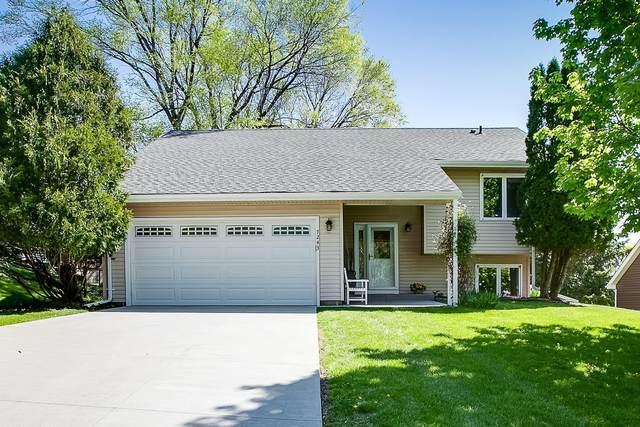 7243 Divinity Lane, Eden Prairie, MN 55346 (#5758917) :: Bre Berry & Company