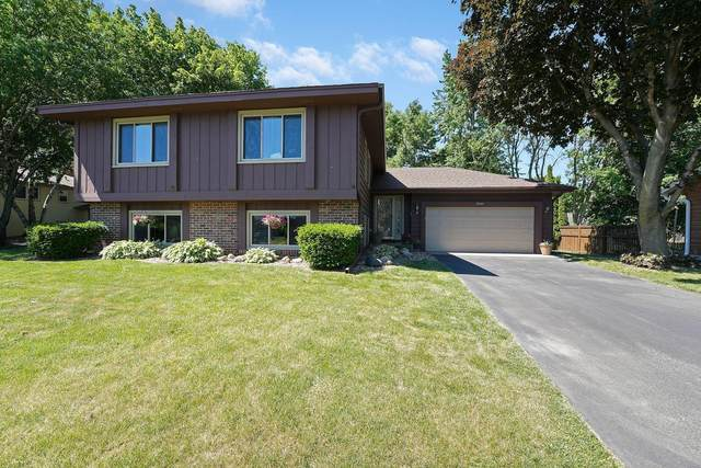 10541 Lake Fall Drive, Eden Prairie, MN 55347 (#6004182) :: Tony Farah   Coldwell Banker Realty