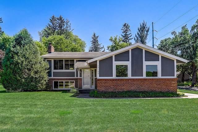 17199 Honeysuckle Lane, Eden Prairie, MN 55346 (#6009435) :: Tony Farah   Coldwell Banker Realty