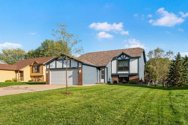 7348 Upper 157th Street W, Apple Valley, MN 55124 (#6101253) :: The Janetkhan Group