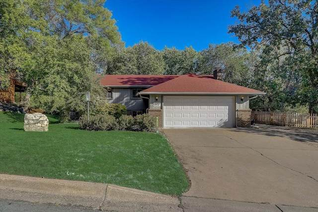 9137 Forest Hills Circle, Bloomington, MN 55437 (#6103955) :: The Michael Kaslow Team