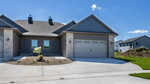 888 Picadilly Lane NW, Rochester, MN 55901 (#5563261) :: Holz Group