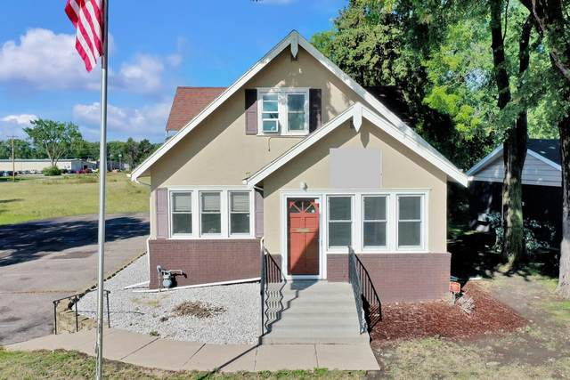 2411 Maplewood Drive, Maplewood, MN 55109 (#5647381) :: The Odd Couple Team