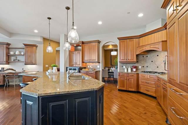 555 Oak Ridge Place #220, Hopkins, MN 55305 (#5737610) :: Holz Group