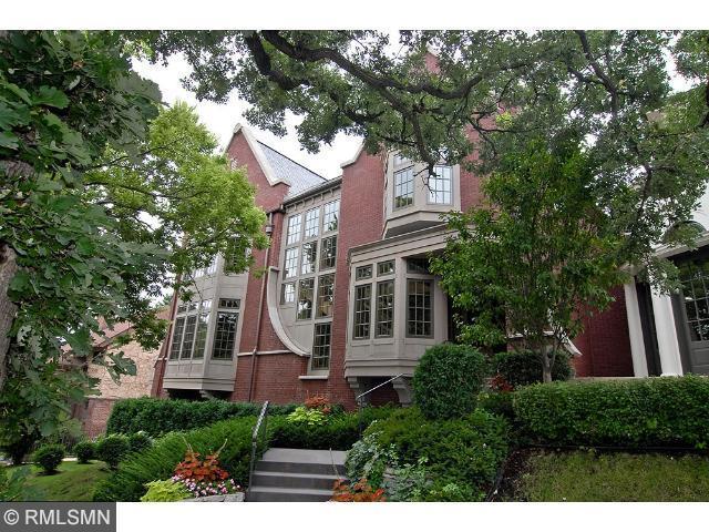 1301 Mount Curve Avenue, Minneapolis, MN 55403 (#4681291) :: The Preferred Home Team