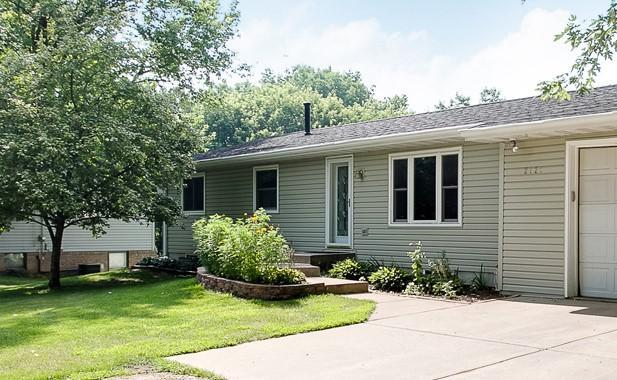 2121 Wuthering Heights Road, Eagan, MN 55122 (#4967250) :: Twin Cities Listed