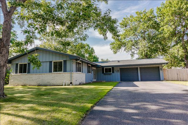 302 Heritage Circle S, Burnsville, MN 55337 (#4980721) :: The Snyder Team