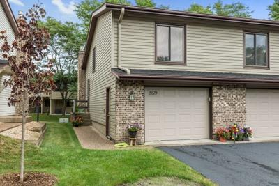 5619 Hyland Courts Drive, Bloomington, MN 55437 (#4990884) :: The Preferred Home Team