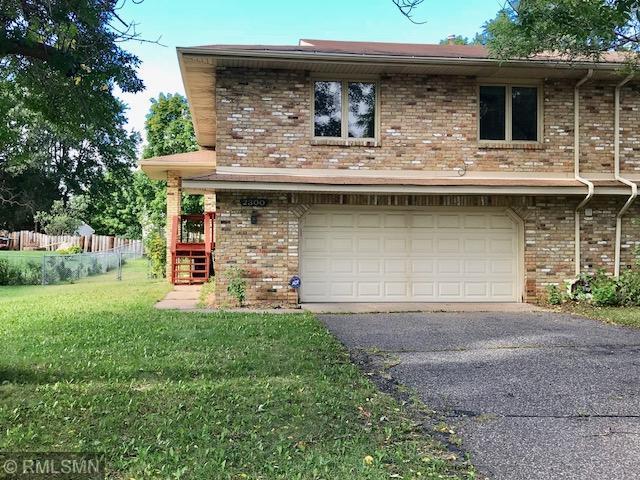 2300 Amberwood Drive, Woodbury, MN 55125 (#5006629) :: Olsen Real Estate Group