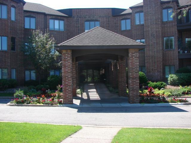 3531 Oakton Drive #2004, Minnetonka, MN 55305 (#5258977) :: Bre Berry & Company