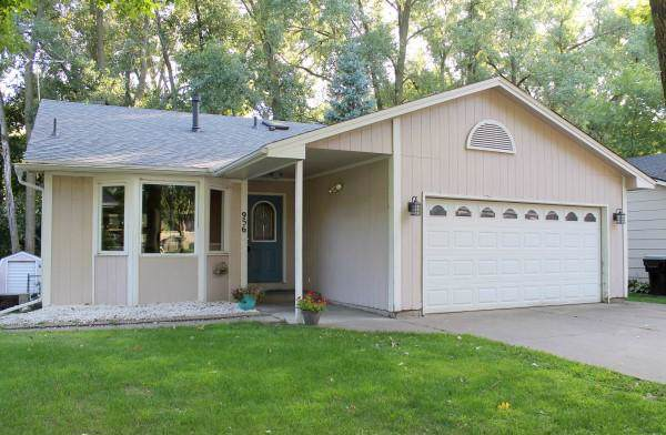 956 104th Avenue NW, Coon Rapids, MN 55433 (#5293268) :: The Michael Kaslow Team