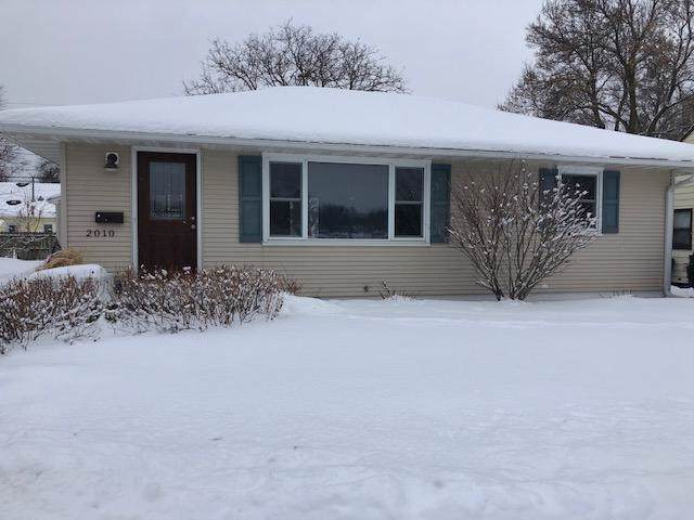 2010 16 1/2 Street NW, Rochester, MN 55901 (#5434092) :: The Sarenpa Team