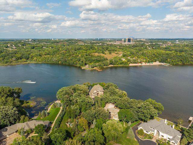 6871 Beach Road, Eden Prairie, MN 55344 (#5703925) :: The Janetkhan Group