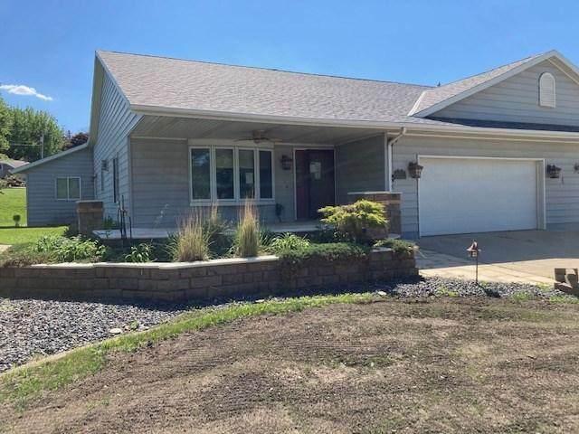 620 Des Moines Drive, Windom, MN 56101 (#6001583) :: Servion Realty
