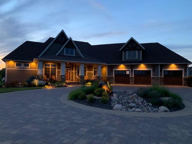 9831 Whistling Valley Road, Lake Elmo, MN 55042 (#5232540) :: Bre Berry & Company