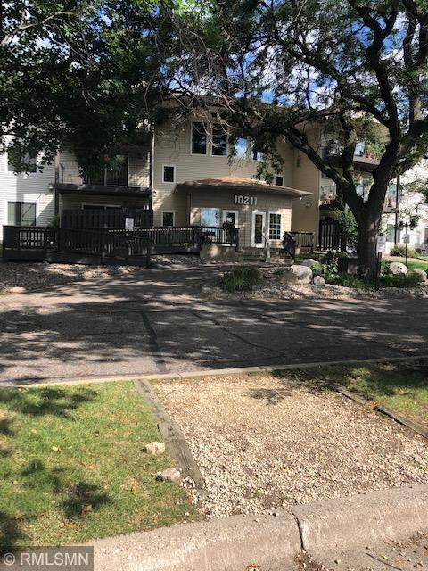 10211 Cedar Lake Road #213, Minnetonka, MN 55305 (#5655374) :: Bos Realty Group