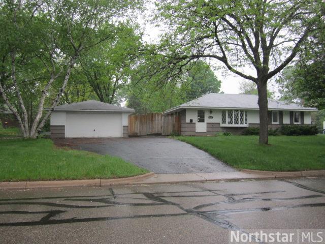 11100 Drew Avenue S, Bloomington, MN 55431 (#4343977) :: The Preferred Home Team