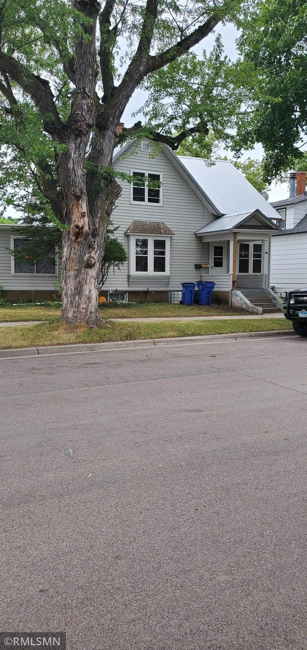 411 Haarfager Avenue - Photo 1
