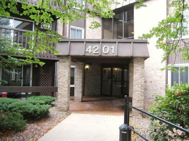 4201 Lakeside Avenue N #202, Brooklyn Center, MN 55429 (#5656451) :: Servion Realty