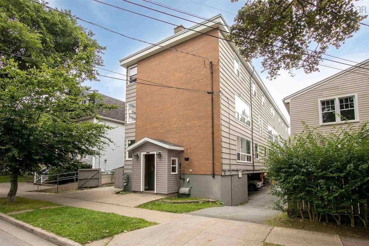 1061 Wellington Street - Photo 1