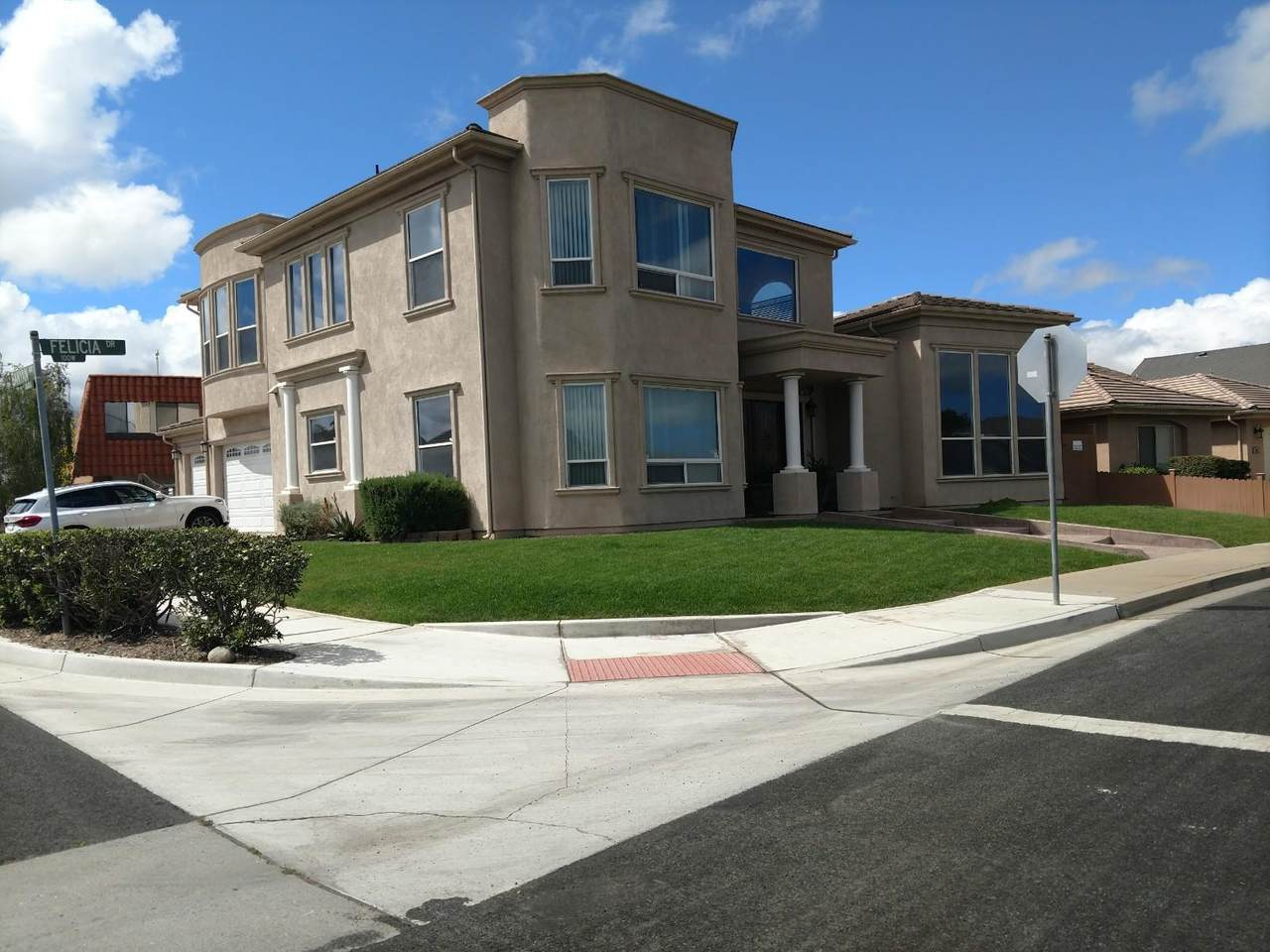 102 Felicia Drive - Photo 1