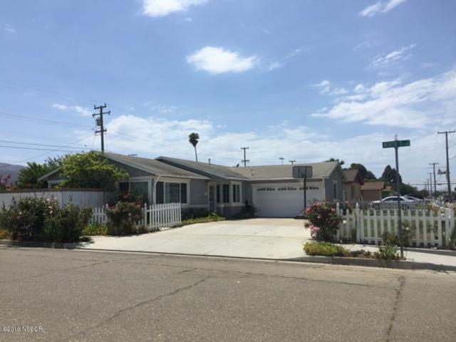 1000 W College Avenue, Lompoc, CA 93436 (MLS #19001590) :: The Epstein Partners