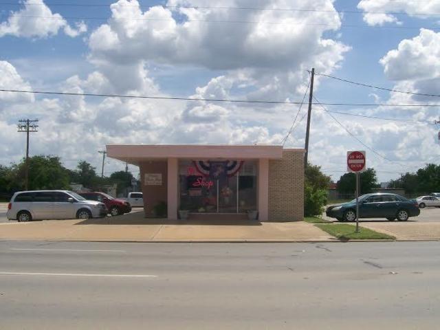 306 SE 1st Street, Mineral Wells, TX 76067 (MLS #13604889) :: Team Hodnett
