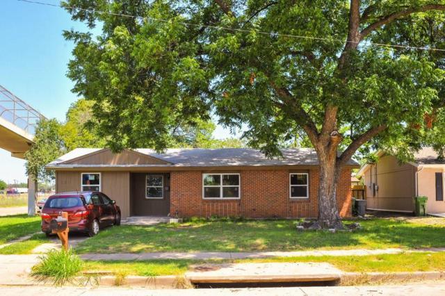 2611 Gilbert Circle, Arlington, TX 76010 (MLS #13655230) :: The Mitchell Group