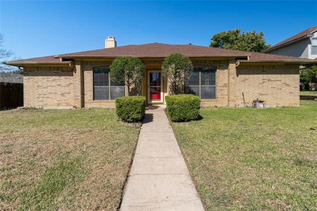1220 Fox Hollow Drive, Carrollton, TX 75007 (MLS #13714159) :: The Good Home Team