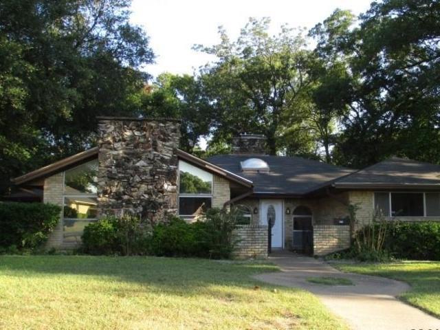 215 Hanna Avenue, Desoto, TX 75115 (MLS #13715809) :: Pinnacle Realty Team